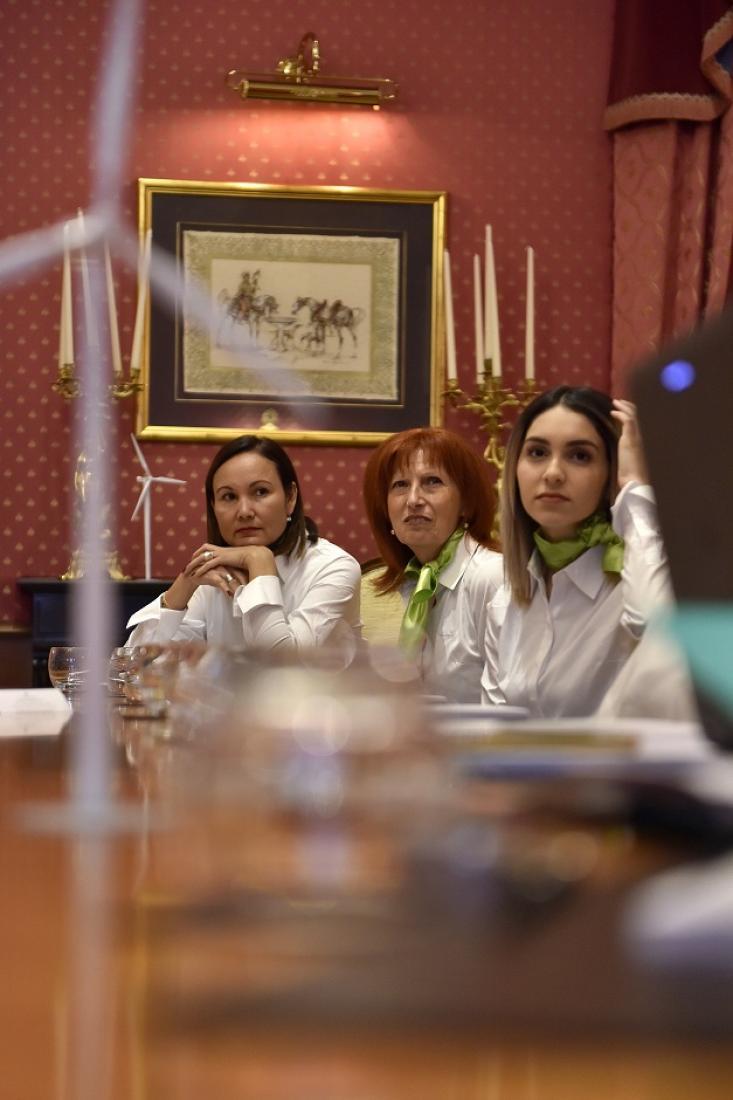 Ana Cayrol, Marie-line Guintrandy et Wassila Akhouad attentives au discours d'Antoine Guibert
