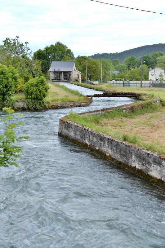 canal d'amenée et centrale hydroélectrique