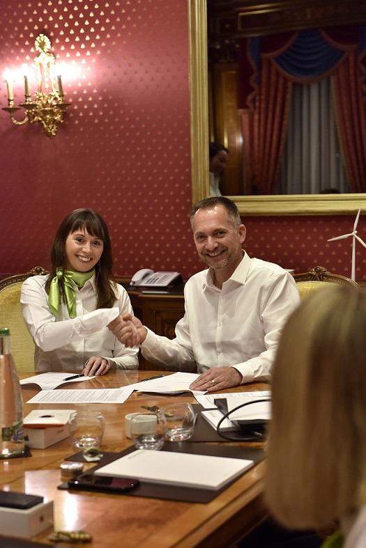 Clémence Contréras et Eric Reisse après la signature