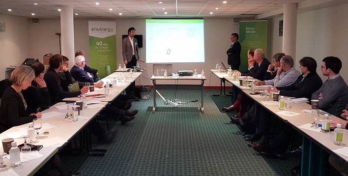 Clément Prouvost et Frédéric Ichard présentant les conditions d'acquisitions d'une centrale solaire