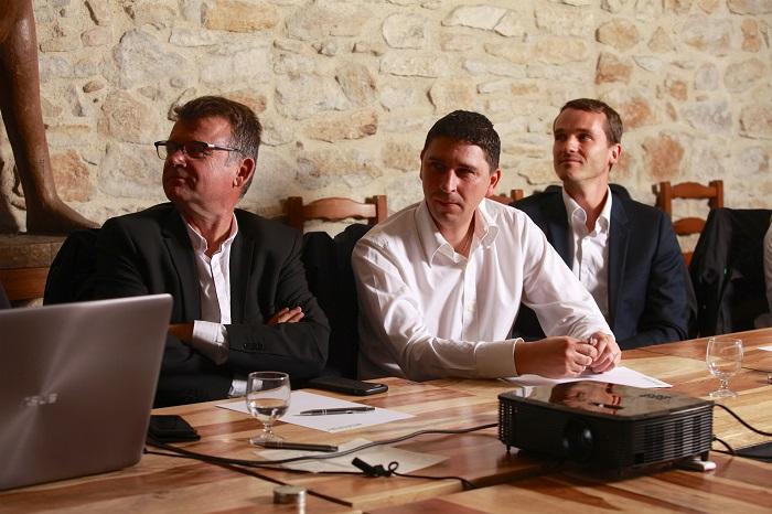 Notre chargé d'affaires sénior, le responsable IT et Nicolas picard concentrés lors de notre séminaire